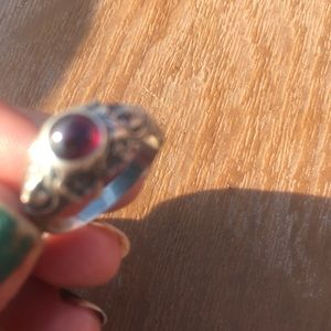 Sliver vintage 925 ring with real stone.